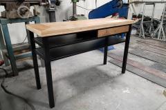 Stalen side table frame met hout
