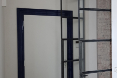 stalen deur met toog